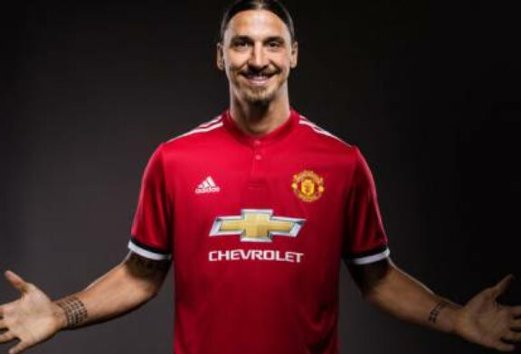 Zlatan Ibrahimovic signs new Manchester United contract