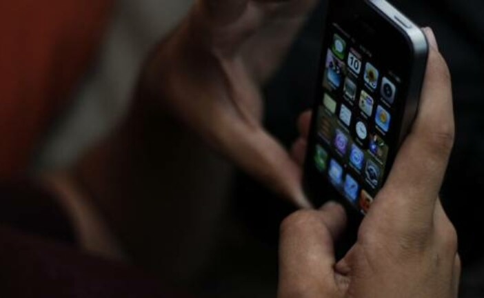 'Sirrah, What News': iPhone's Siri Wakes Up During Shakespeare Play in Britain