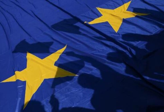 EU State Signs Biggest Credit Deal With Iran as US Decision on Sanctions Looms