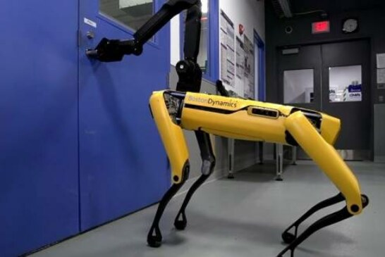 Helping Hand: Boston Dynamics Teaches Robots to Open Doors, Cooperate (VIDEO)