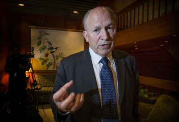 Alaska's independent governor drops out of 3-way race and endorses Democrat Mark Begich