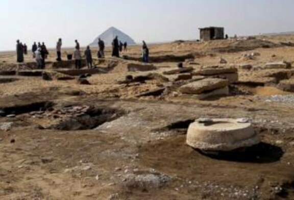 Archaeologists discover ancient mummies south of Cairo