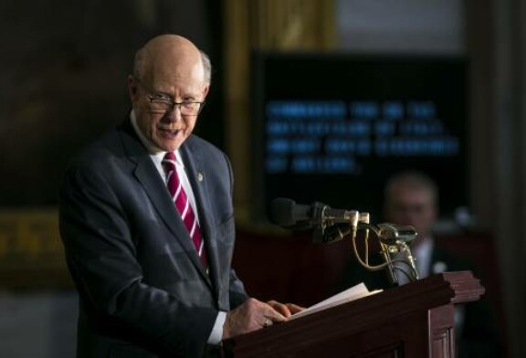 Republican Sen. Pat Roberts expected to announce retirement, giving Democrats hope of a blue Kansas